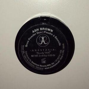 Anastasia Beverly Hills Makeup - Anastasia Beverly Hills Eyebrow Powder: Ash Brown